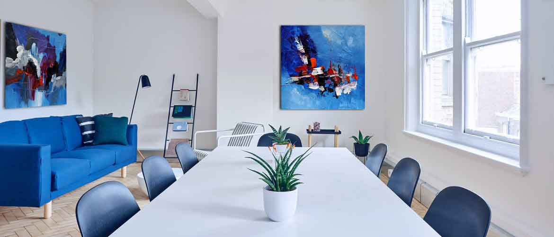2 tableaux bleus en situation dans une entreprise - Tableaux de Christophe Baudin